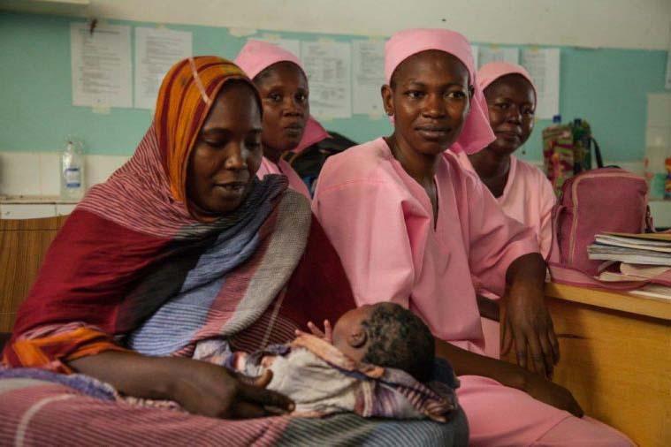 世界で最もリスクの高い国の一つで4千人の新生児の出産を支援したキリスト教徒の医師