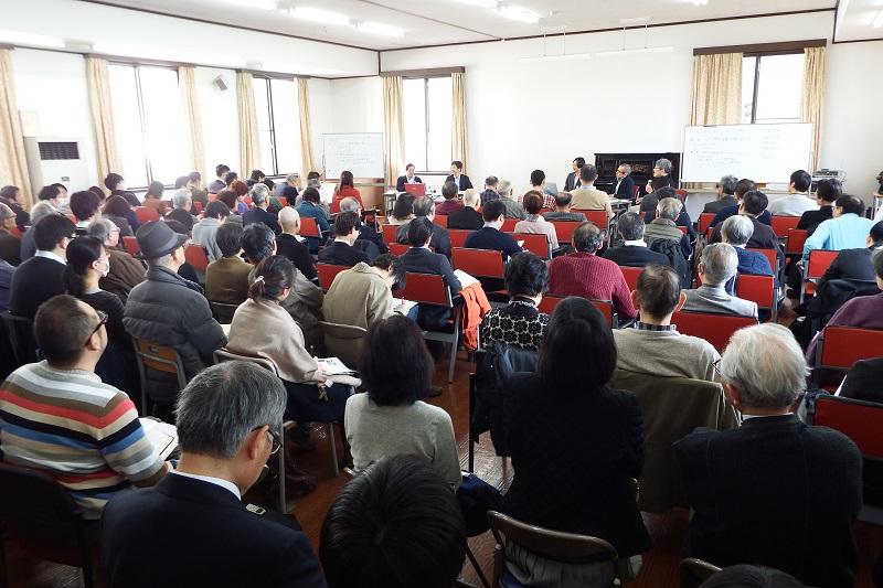 シンポジウム「新約聖書の読み方」に集まった参加者たち=5日、日本聖書神学校(東京都新宿区)で
