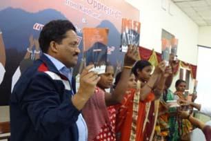 告発されたカンダマルのキリスト教徒の妻たちが正義を求める デリー