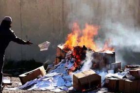 過激派組織「イスラム国」(IS)は、宗教遺跡、遺物、本は偶像礼拝的だと宣言した(画像:アマクニュース通信のスクリーンショット)