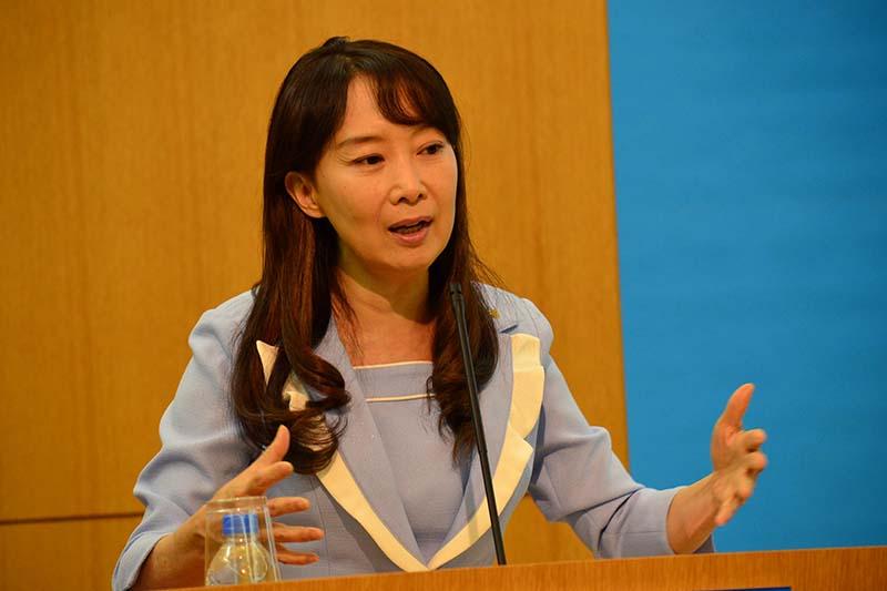 サイクロン「ウィンストン」の被災地支援を訴えるユニセフ・アジア親善大使のアグネス・チャンさん=24日、東京都品川区のユニセフハウスで