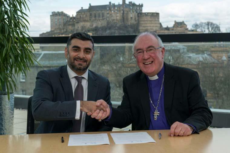 スコットランド国教会総会議長アンガス・モリソン氏(写真右)は22日、エディンバラで新たな取り組みを発表した。(写真:Andrew O'Brien)
