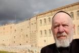「かろうじて爪の先で引っかかっている」シリア正教会の司祭がキリスト教徒の中東からの脱出を語る