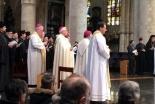 宗教指導者や生存者ら、ブリュッセルの教会でテロ事件の犠牲者を追悼