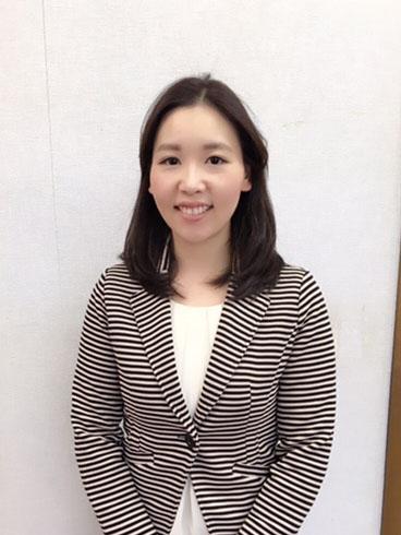 笑顔で迎えてくれた山根ふみ子埼玉県議会議員。「人のために自分の経験を生かしたい」と語る=3月、山根ふみ子議員の事務所で