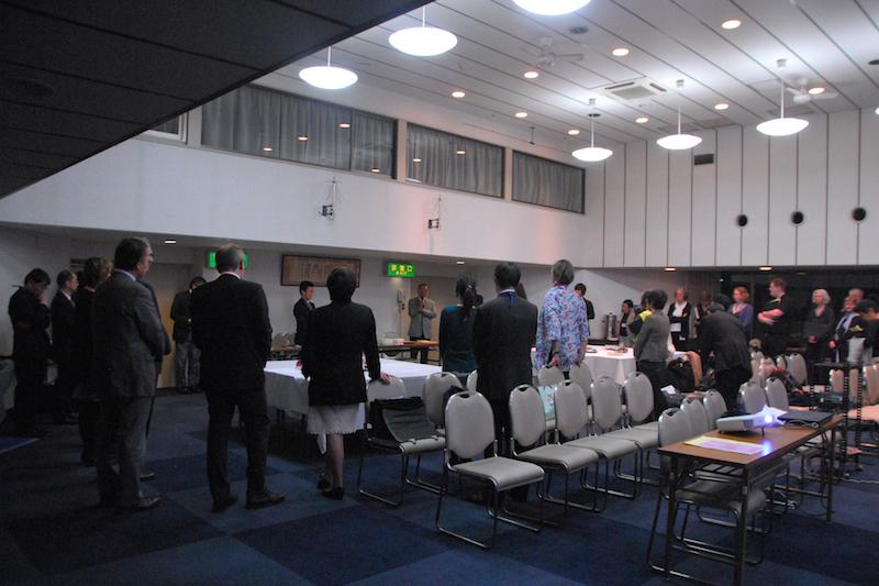 第7回日独教会協議会の開会礼拝後にもたれた交わりの時の様子=22日、東京都千代田区の在日本韓国YMCAで