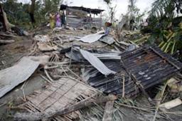 サイクロンの被害で全壊した家屋=17日、首都ダッカから南西約340キロに位置するベーカーガンジで(ロイター)