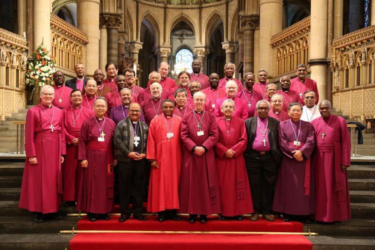 カンタベリー大聖堂で開かれた2016年度の会議に出席した首座主教たち(写真:2016年首座主教会議)