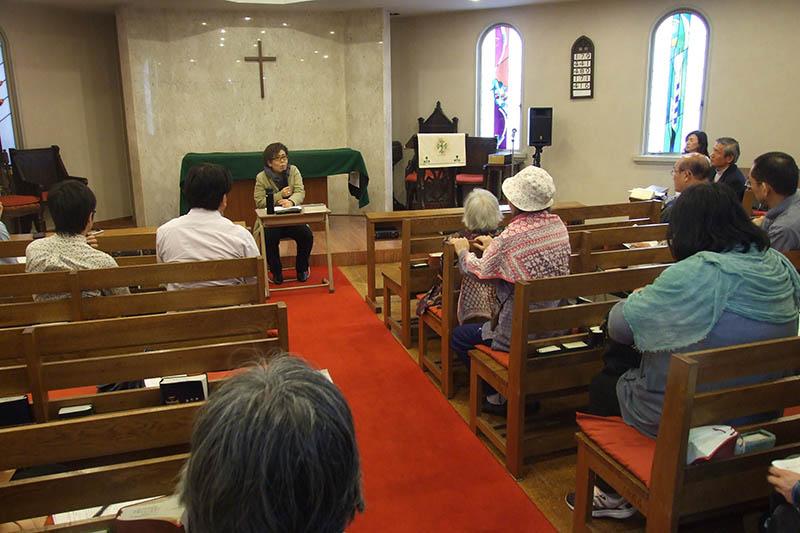 「『レズビアン』という生き方 キリスト教のなかで『性』や『愛』を考える」と題して、日本基督教団牧師の堀江有里さんが講演した=4月23日、大阪市の日本聖公会聖パウロ教会で
