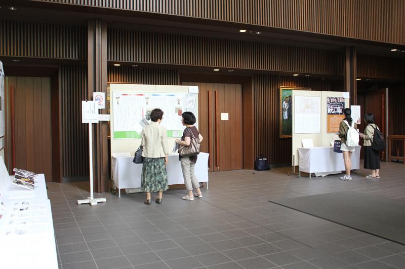 「三浦綾子 銃口展」の会場の様子=14日、青山学院大学(東京都渋谷区)で