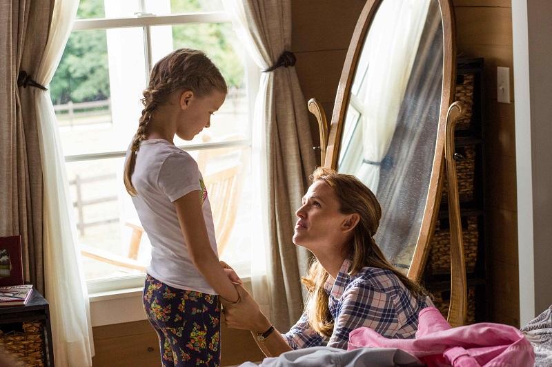 原因不明の重い消化器疾患を患い、入退院を繰り返す少女アナ。有効な治療の方法は見つからず先の見えない闘病生活の中で、不幸が重なるようにして、アナは庭の大木から落ちてしまう・・・。アナとその家族に起こった奇跡とは――映画「天国からの奇跡」