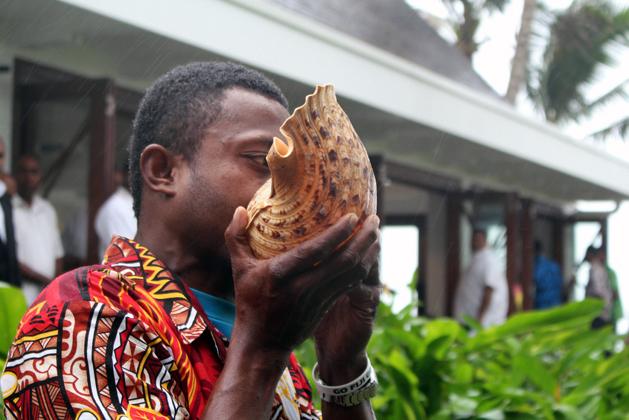 フィジーで開かれている気候変動をめぐる正義に関するユナイテッド・ソサエティーの会議の開会式では、ホラ貝が演奏された(写真: United Society http://www.weareus.org.uk/news/fiji/)