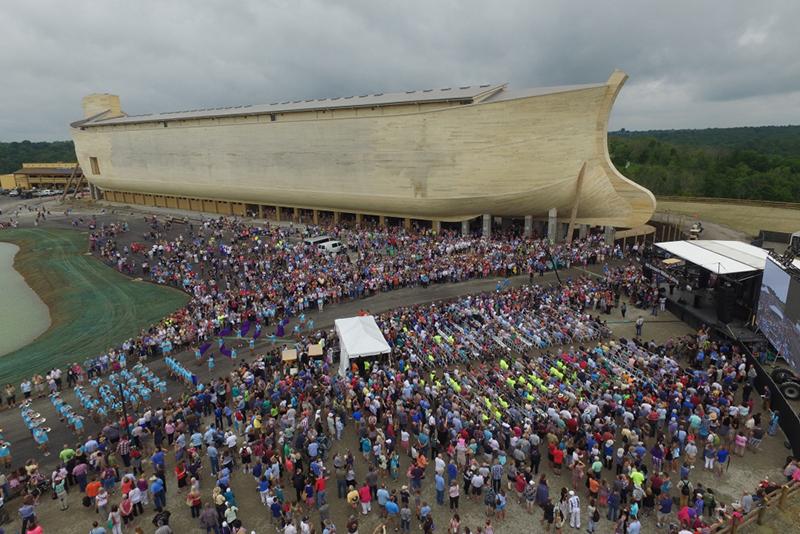 実物大ノアの箱舟を再現 「アーク・エンカウンター」の祝賀式典に7千人