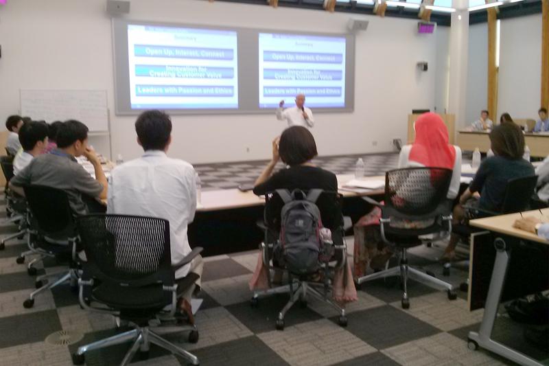 「グローバル・リーダーシップ・スタディーズ・プログラム」(CLS)は、キャンパス内にある東ヶ崎潔記念ダイアログハウスで行われている。宿泊施設、食堂も全て完備され、海外留学することなく、留学の疑似体験ができる=11日、東京都三鷹市の国際基督教大学で