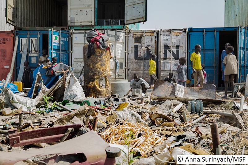 南スーダンの上ナイル州マラカルにある国連民間人保護区域=2015年11月(写真:国境なき医師団=MSF / Anna Surinyach)<br />