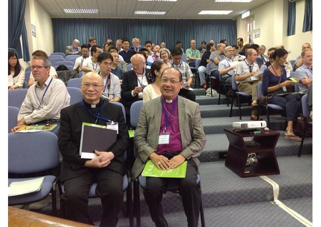 香港聖公会のポール・クゥオン大主教(写真中央)とカトリック香港教区補佐司教のマイケル・ヤン司教(同左)(写真:RV)