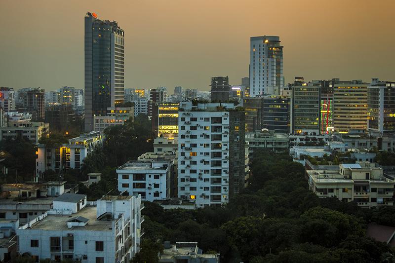 首都ダッカ。バングラデシュの人口の約1割が集中し、世界で3番目に人口密度が高い都市となっている。(写真:Ahnaf Saber)