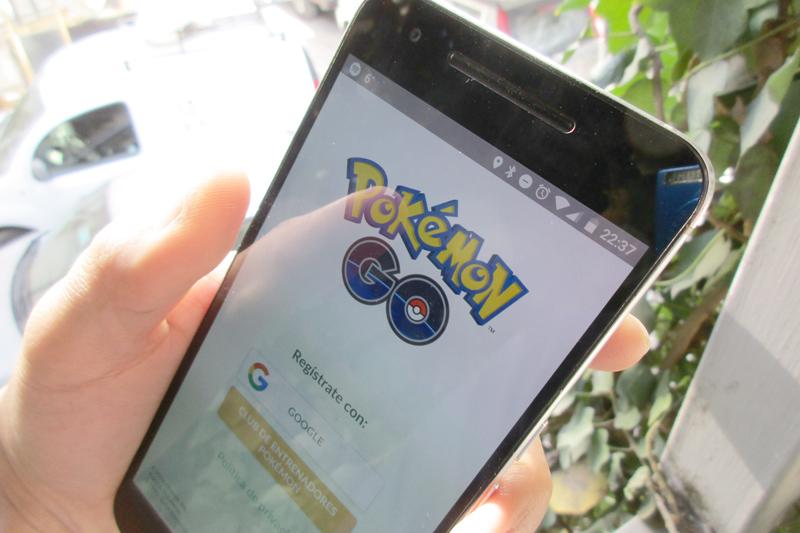 スマートフォン向けゲームアプリ「ポケモンGO」のログイン画面(写真:Eduardo Woo)