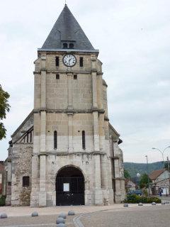 26日に襲撃事件が起きたフランス北部ノルマンディーにあるサン=エティエンヌ=デュ=ルヴレの聖エティエンヌ教会(写真:M-Knight76)
