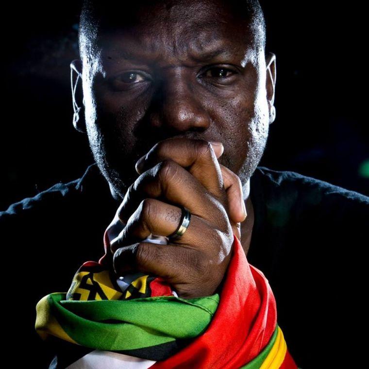 ジンバブエのロバート・ムガベ大統領による強権的な長期政権に対する抗議運動をして国民の英雄となったエバン・マワリレ牧師
