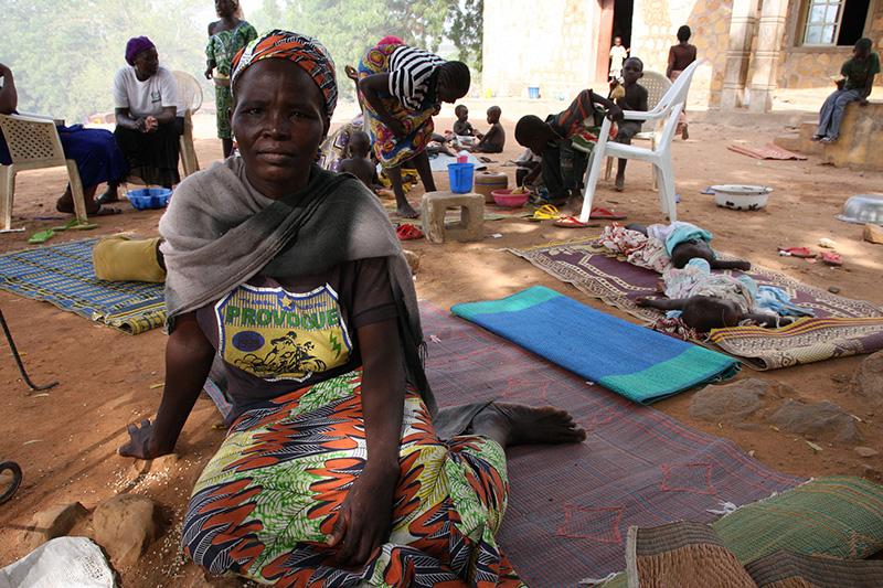 イスラム過激派組織「ボコ・ハラム」に夫を殺され、ナイジェリアのアダマワ州ヨーラにある聖テレサ・カトリック教会の難民キャンプに避難しているルース・ジャコブソンさん=2015年6月17日(写真:欧州委員会人道援助・市民保護総局=ECHO / Isabel Coello)