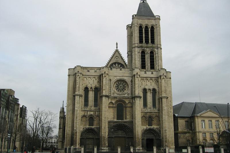襲撃事件後、キリスト教徒との連帯を示すため、イスラム教徒らが参加しての集会が行われたというパリ郊外のサンドニ大聖堂(写真:Arnaud 25)
