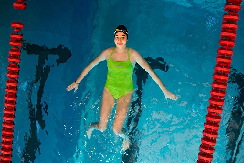 リオ五輪から初めて結成された難民選手団の一員として、競泳女子の各競技に出場しているシリア人難民でクリスチャンのユスラ・マルディーニさん(18)(写真:国連)