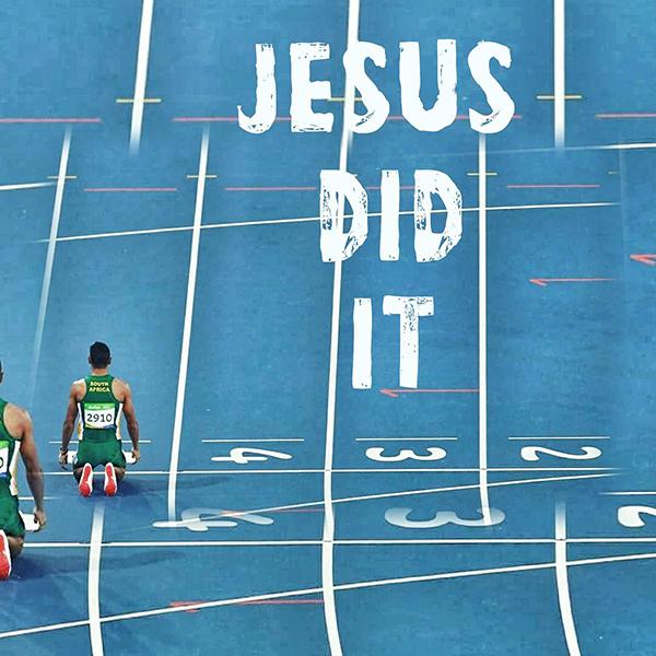 ウェード・ファンニーケルクがツイッターに投稿した「JESUS DID IT(イエスがしてくださった)」という言葉が入った写真。「皆さん、ありがとう。神は力です」とコメントも添えた。(写真:ファンニーケルクのツイッターより)