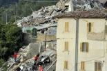 教皇、イタリアの地震被災者のために信者たちと祈り、消防隊派遣 司教「状況はひどい」 同国カリタスは救援