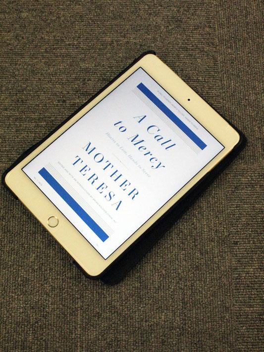マザー・テレサ著・ブライアン・コロディーチャック神父編著『A Call to Mercy: Hearts to Love, Hands to Serve』。アマゾン・ジャパンの電子書籍(Kindle)版をiPad Miniへダウンロードしたもの。