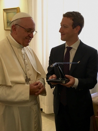 教皇フランシスコ、フェイスブック創業者マーク・ザッカーバーグ氏と会見
