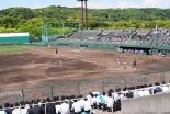 関東学院大横浜・金沢文庫キャンパスの野球場、グラウンドに企業名