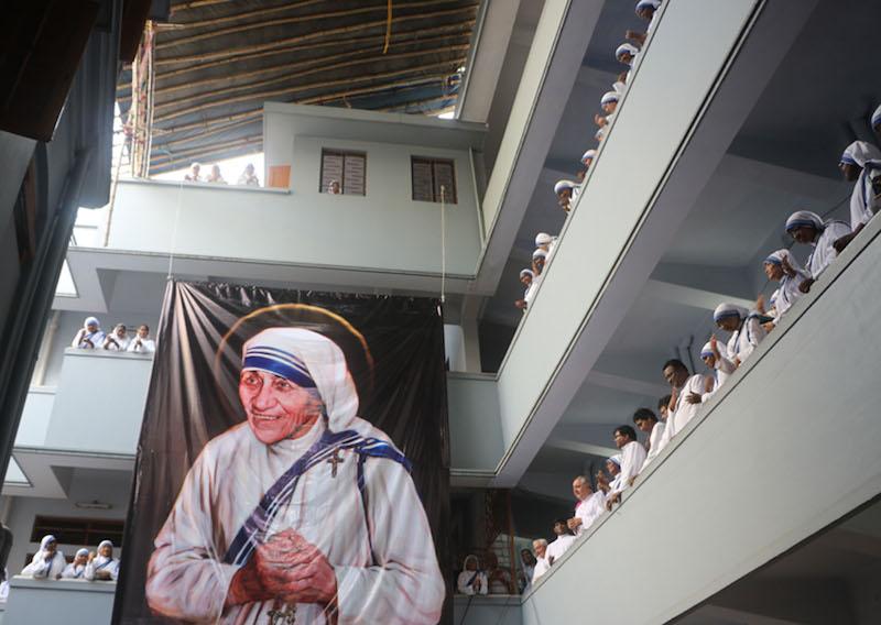 インドでマザー・テレサ列聖の祝祭 教皇使節「コルカタの聖テレサは世界への神の賜物」