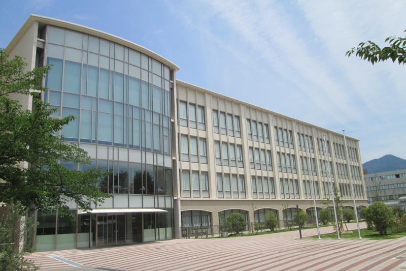 2017年4月から2学部5学科になることを発表した京都ノートルダム女子大学。写真は新ユージニア館。(写真:京都ノートルダム女子大学提供)