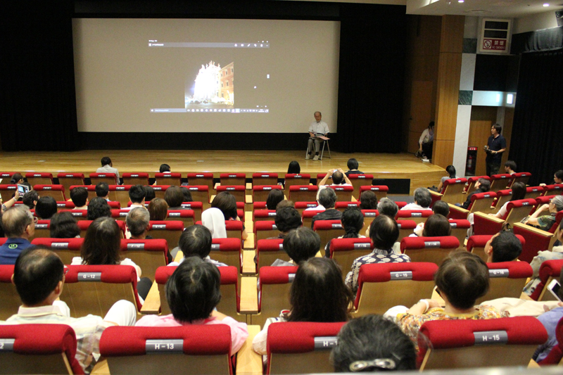 千葉茂樹監督のトークに耳を傾ける来場者たち。ほとんどの人が朝一番の上映から参加していた=10日、東京都目黒区の東京都写真美術館ホールで