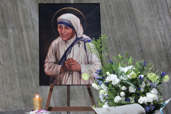 「マザー・テレサ列聖記念ミサ」東京カテドラル聖マリア教会聖マリア大聖堂で開催 1600人が参列