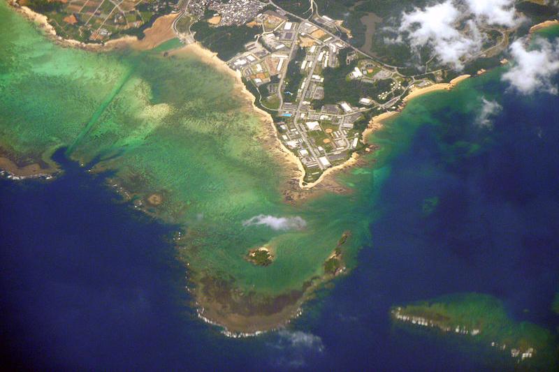 沖縄県名護市辺野古地区の空撮。美しいサンゴ礁のリーフに囲まれている=2010年6月15日(写真:Sonata)