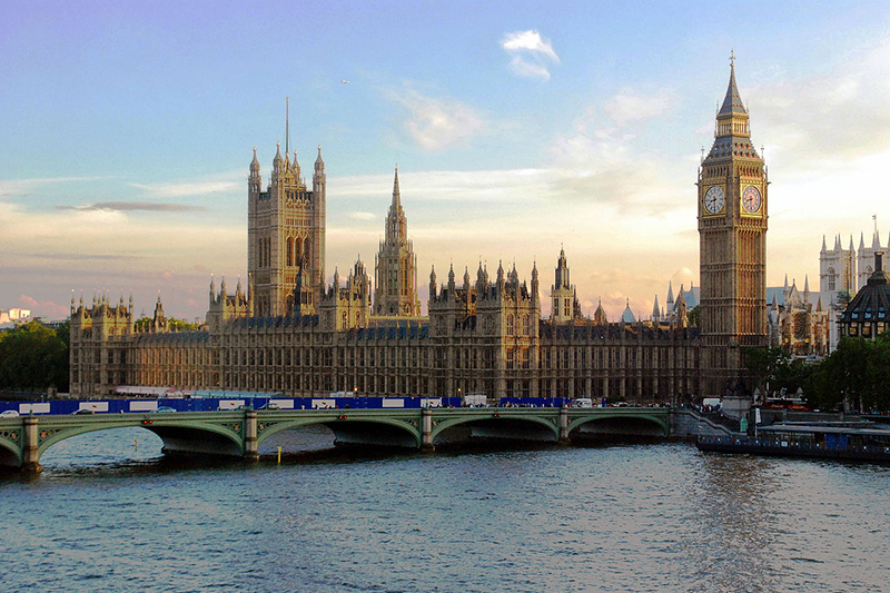 英国議会があるウェストミンスター宮殿(写真:Mike Gimelfarb)