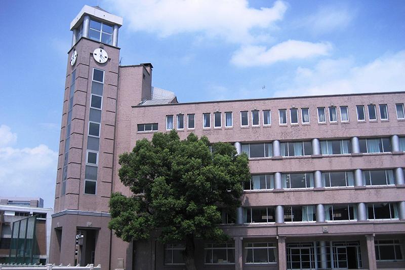 暁星(ぎょうせい)中学・高校(東京都千代田区富士見町)の校舎=2009年(写真:かわはぎ)