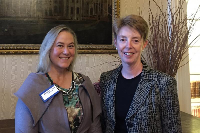 英郵便局のポーラ・ベネルズ最高経営責任者(CEO、右)とキリスト者実業家連合(CABE)のクリスティナ・リース会長=英ロンドンのランベス宮殿で(写真:Ruth Gledhill)