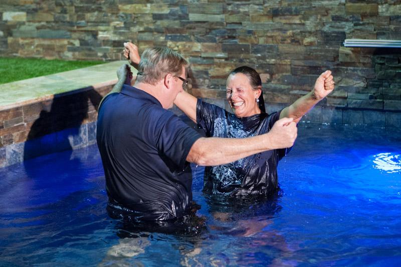 先週末に自ら約600人に洗礼を授けたリック・ウォレン牧師(写真:サソルバック教会)<br />