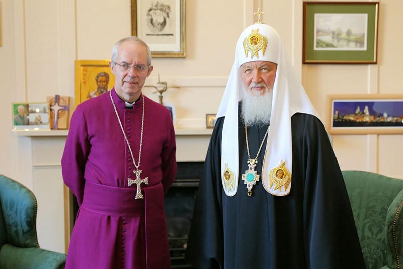 英国国教会のトップであるカンタベリー大主教ジャスティン・ウェルビー(左)と、ロシア正教会のトップであるモスクワ総主教キリルが18日、ロンドンのカンタベリー大主教公邸・ランベス宮殿で初めて会談した。(写真:ランベス宮殿)