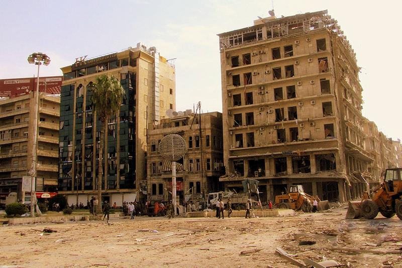 爆撃を受けたシリア北部の都市アレッポのサーダラー・アル・ジャブリ広場=2012年(写真:Zyzzzzzy)