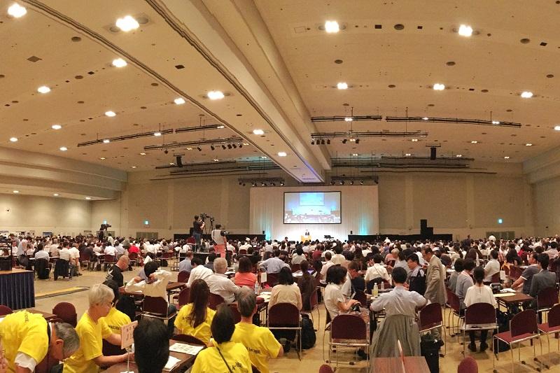 日本全国から、主に福音派の教職者をはじめ、信徒も集まり、4日間の参加者は延べ約2100人にも上った。今回から初の試みとして導入された「コイノニア」と呼ばれる少人数グループでのディスカッションを通して、プロジェクトごとに交わりを深めた。