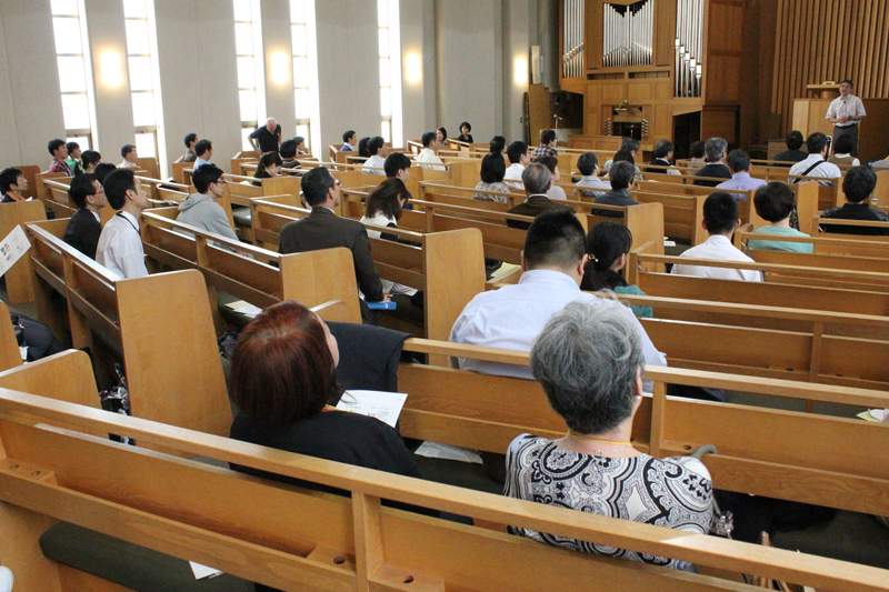 第2回「明日の食を考えるフードセーフティーネットフォーラム」の様子。第1回のフォーラムから続けて参加している人も多くいた=10月27日、日本キリスト教会柏木教会(東京都新宿区)で