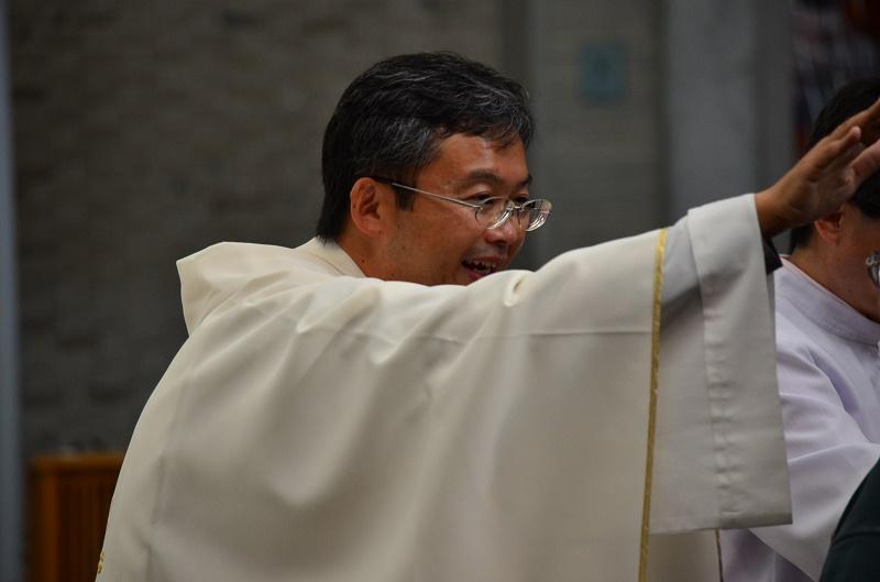 ミサの司式をした片柳弘史神父。マザーハウスでボランティアをした経験もあり、マザーからの助言が神父を志すきっかけとなった=5日、東京都千代田区の聖イグナチオ教会で