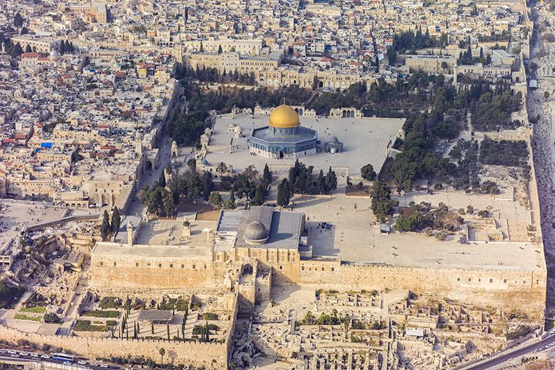 エルサレムの旧市街地にある「神殿の丘」。紀元前10世紀ごろに、イスラエルのソロモン王が神殿を建てた場所で、神殿は破壊と再建を繰り返し、現在も残っている西側の外壁は「嘆きの壁」と呼ばれてユダヤ教の聖地となっている。(写真:Andrew Shiva)