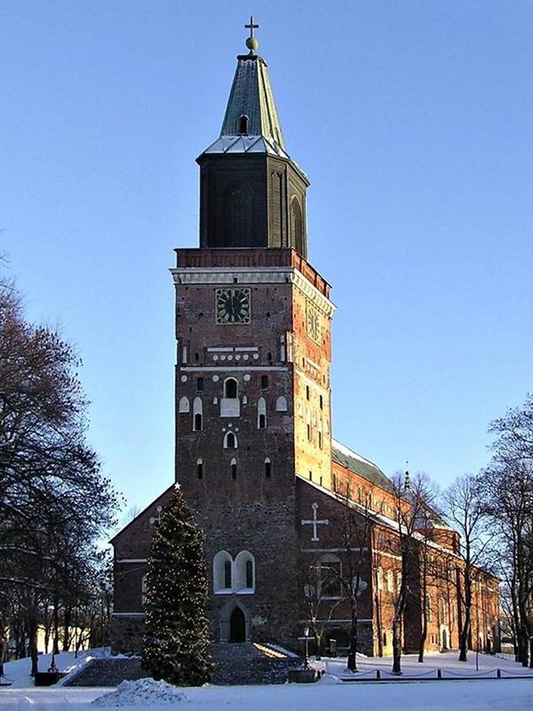 フィンランド福音ルーテル教会の中心的教会であるトゥルク大聖堂。フィンランド最古の教会とされている。(写真:Ekhoc)