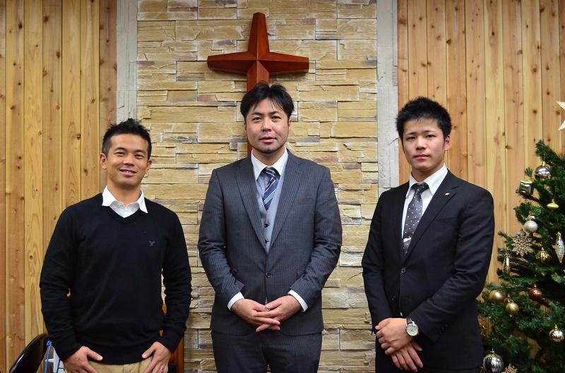 犯罪に手を染めてしまった少年たちの居場所作りを行う(写真左から)上野哲志さん、野田詠氏牧師、原田選主さん