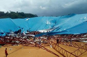 屋根が崩落したナイジェリア南部の都市ウヨにあるレイナーズ聖書教会(写真:CurrentSchoolNews)<br />